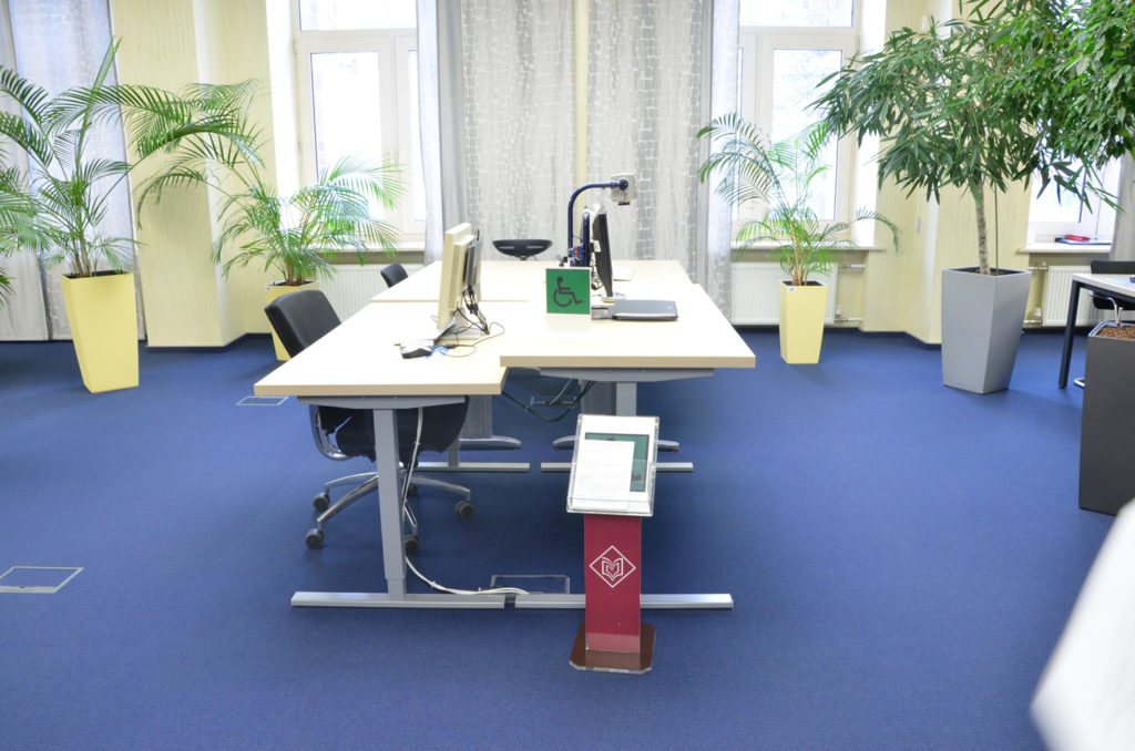 Столы с микролифтом для инвалидов